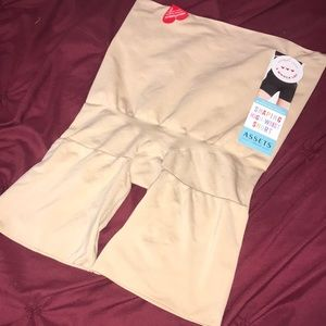 Assets Spanx Shaping High Waist Shorts 1X Naked